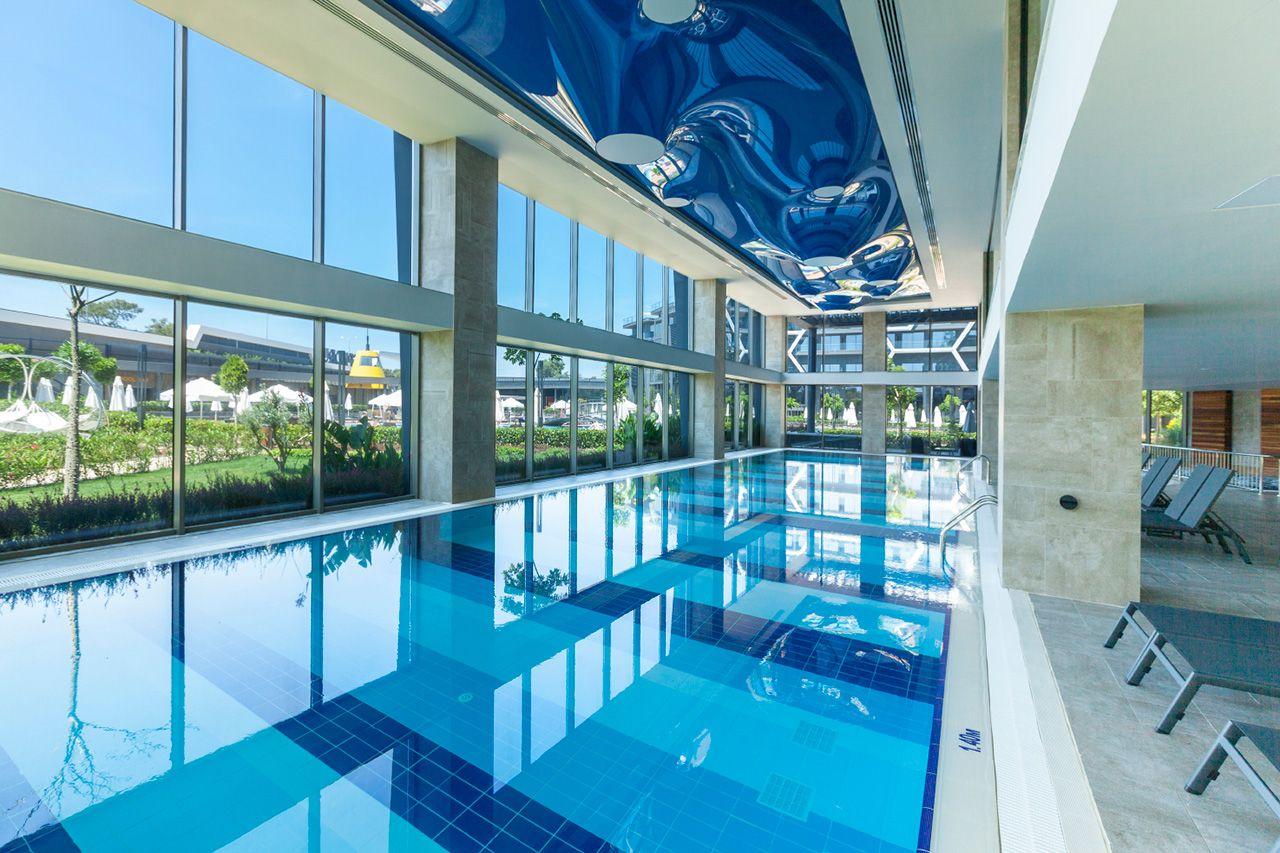 Два огромных бассейна (1200 +1000 кв.м. ), релакс-бассейн, бассейн с горками, бассейн для инфантов – есть из чего выбрать.