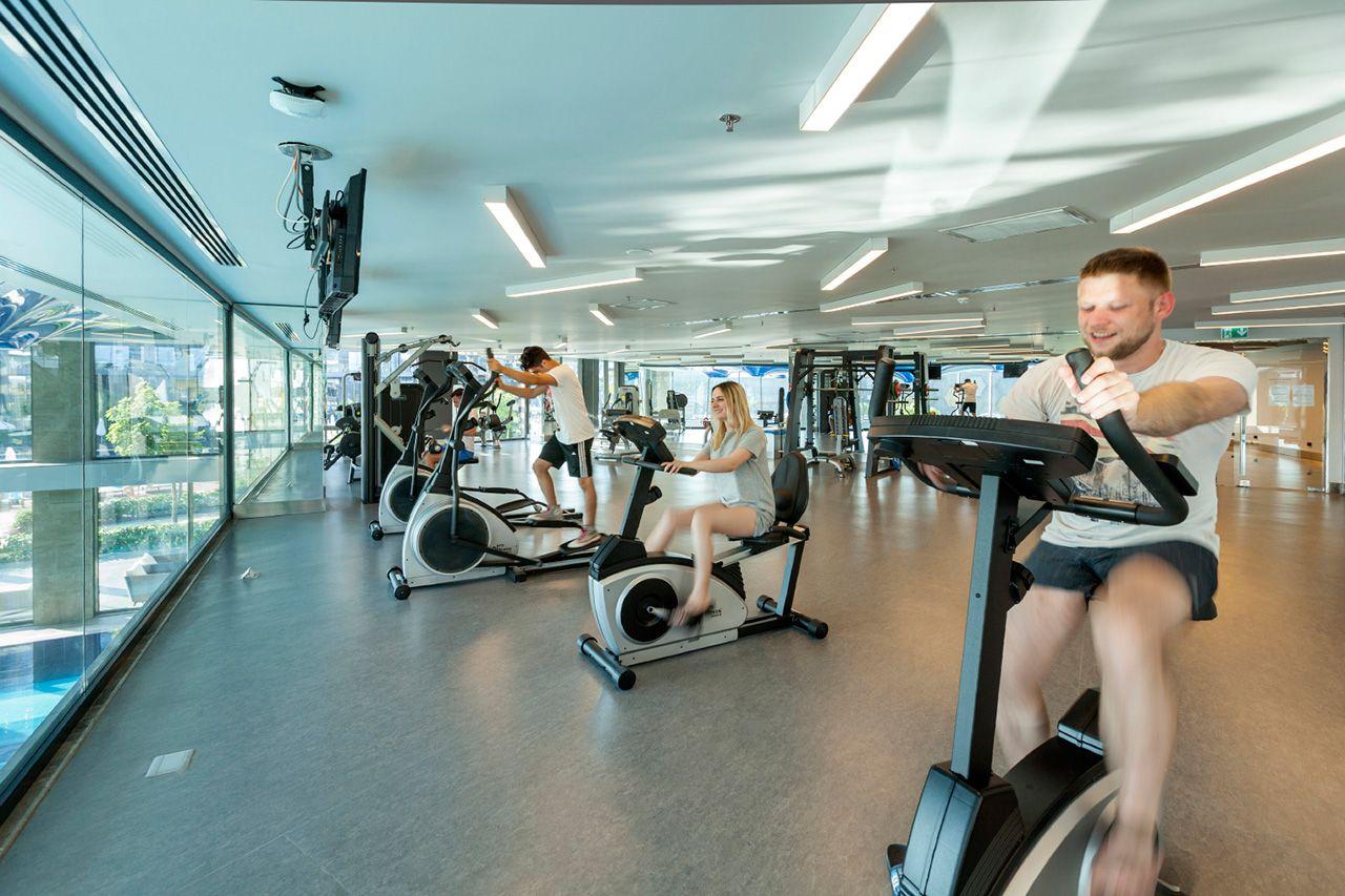 Фитнес-клуб – законная гордость отеля и место, вызывающее легкую оторопь профессиональных спортсменов.